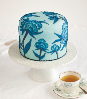 brushed_embroidery_blue__buttercream_cake